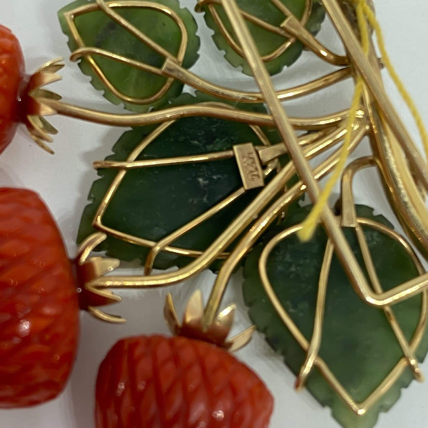 Mark Areias Jewelers Jewellery & Watches Lady's Strawberry Coral & Jade Leaf Brooch Pin 14K Yellow Gold 1950's