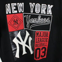 Load image into Gallery viewer, MAJESTIC New York YANKEES T-Shirt Black | Small