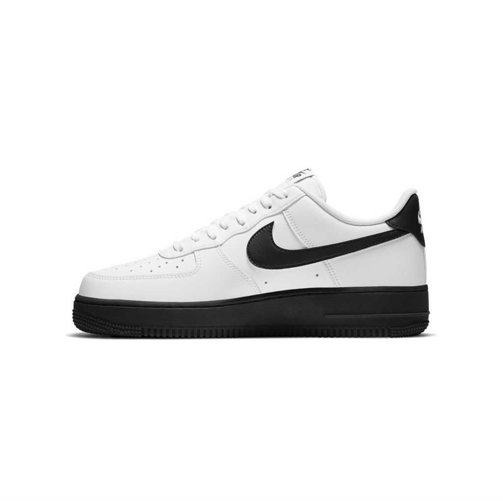 NIKE AIR FORCE 1 '07 - WHITE/ BLACK