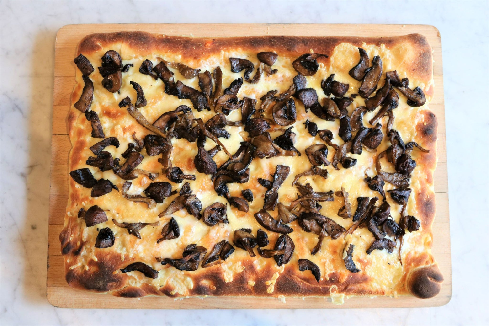 funghi pan pizza (12'x16', 12 slices)
