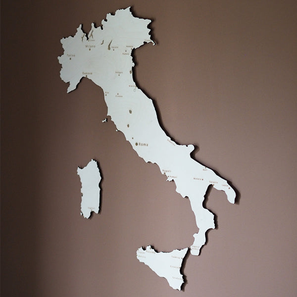 Wooden map of Italy
