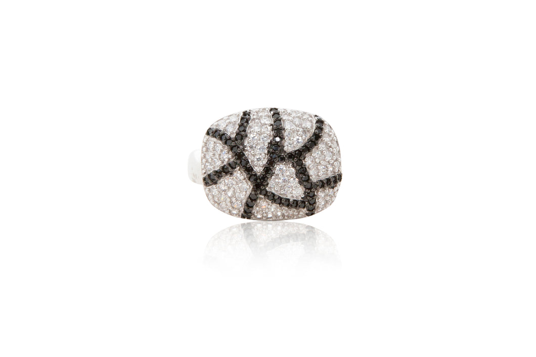 A 925 sterling silver contemporary cocktail ring, beautifully encrusted with a crackle effect of black and clear brilliant cubic zirconia stones.