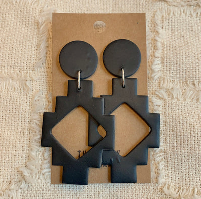 ONYX MAYA EARRINGS