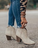 Vieley Point Toe White Solid Color Ankle Boots