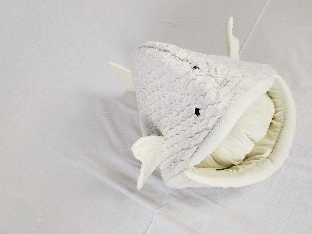Plush, Comfy, Fish Shaped Cat Bed