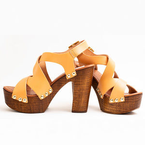LIGHT BROWN PLATFORM SANDALS WITH CROSSING PEEP-TOE STRAP