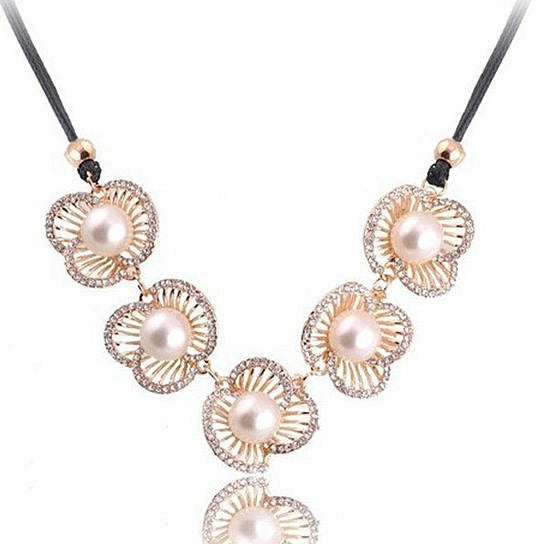 LAST PIECE LEFT Pearl Flower Necklace