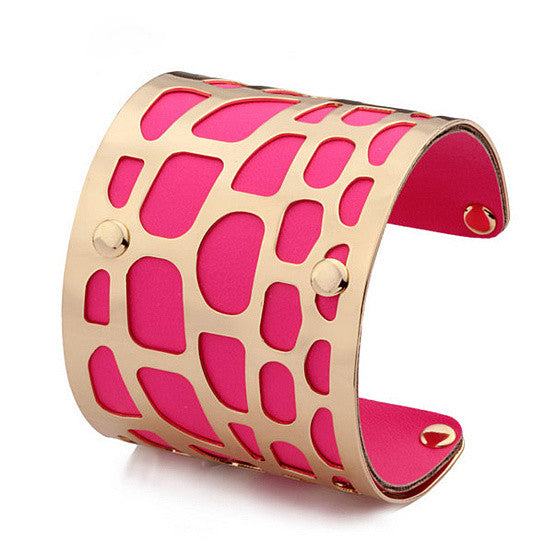 Sophisticated filigree cuff in pink