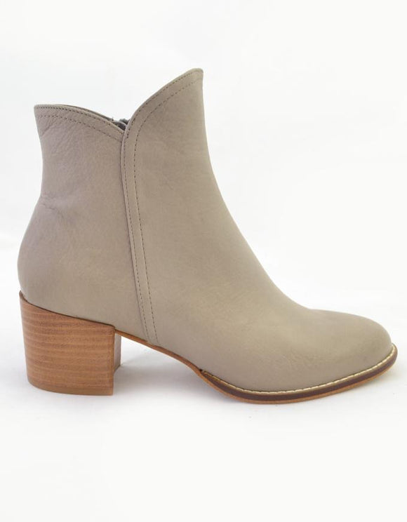 MOCKAS leather ankle boots
