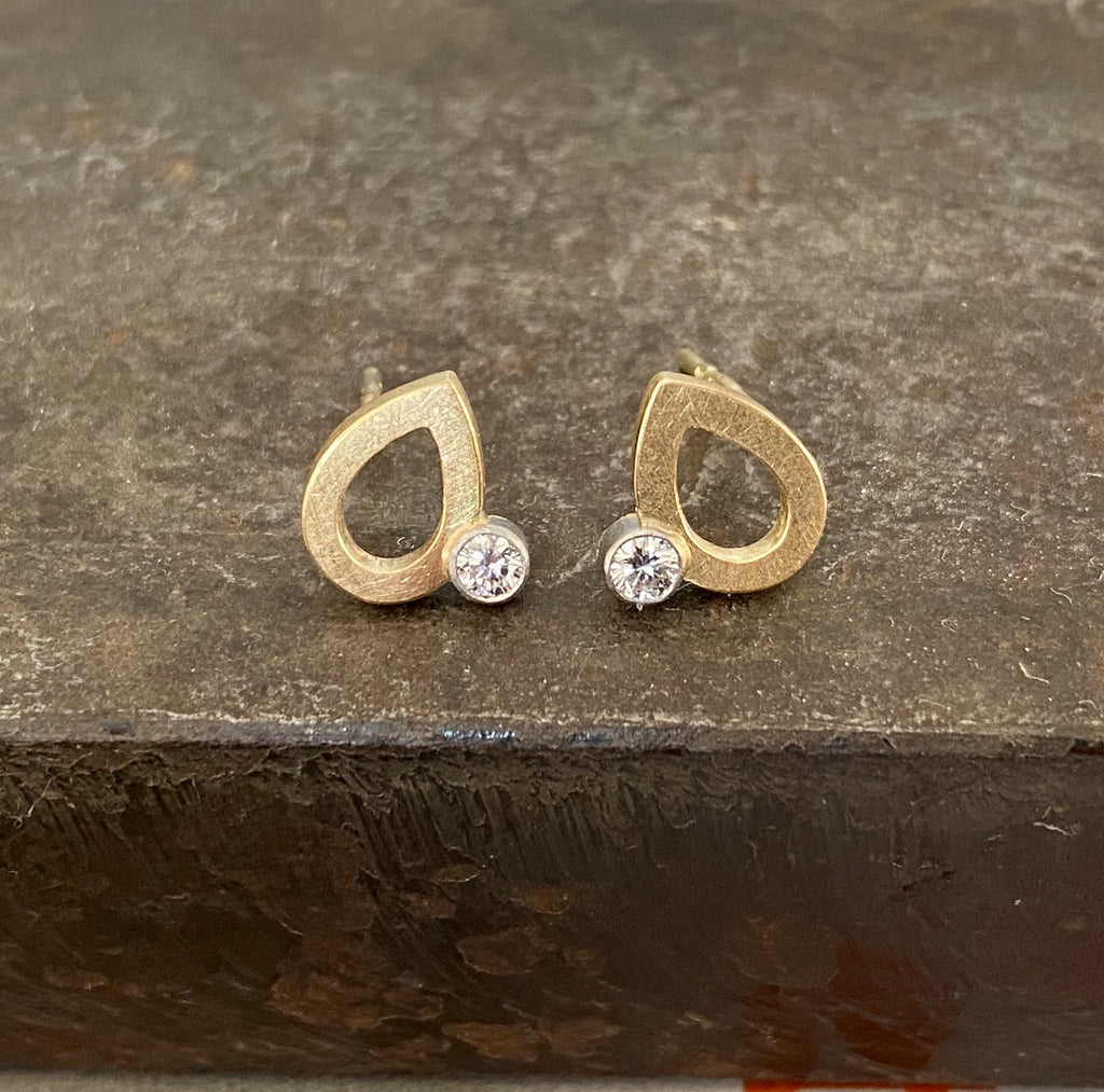 18ct Yellow & White Gold Pear Shaped Studs