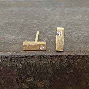 18ct Yellow Gold Bar Studs