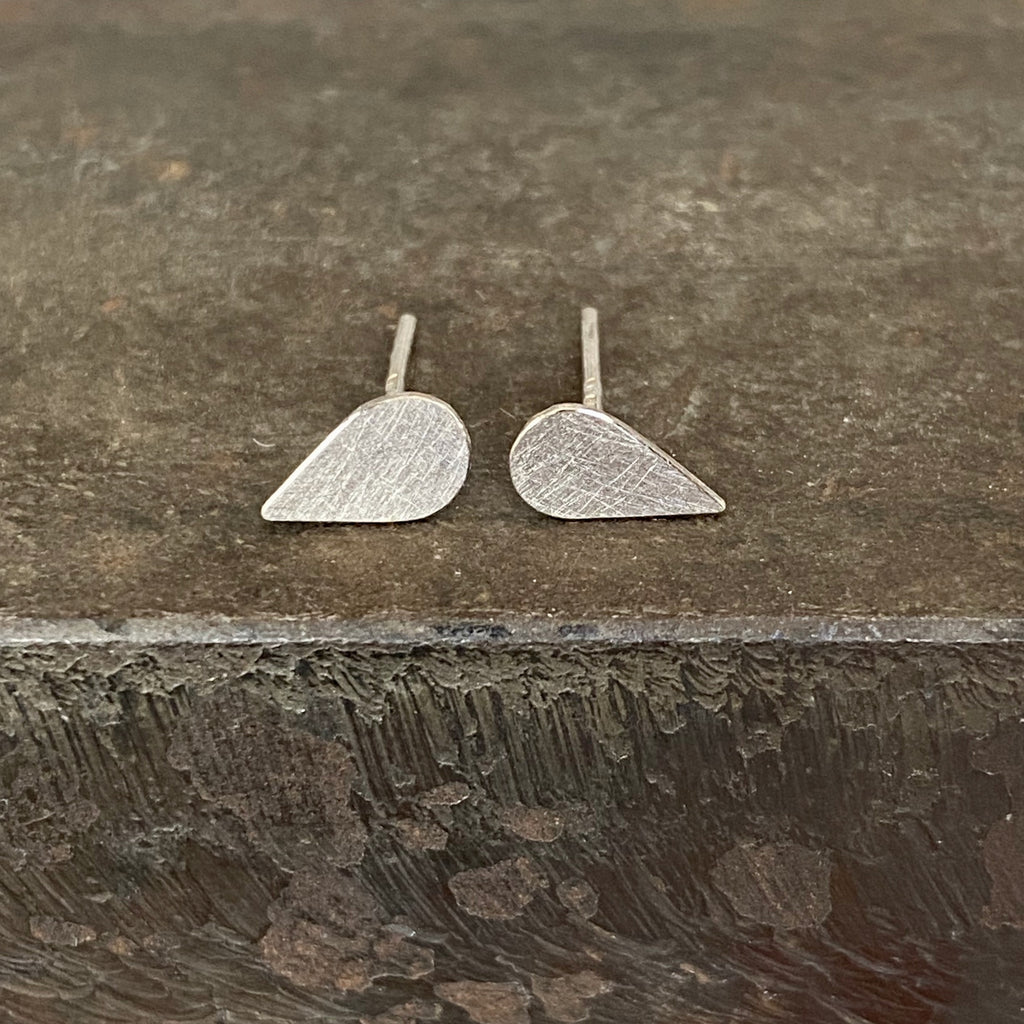 18ct White Gold Pear Studs