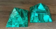 Load image into Gallery viewer, Malachite Pyramid