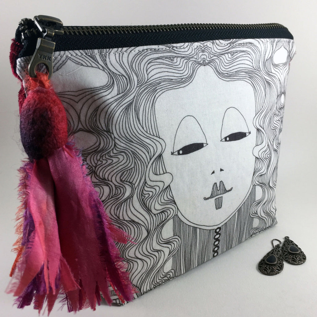 black and whtie aipper pouch