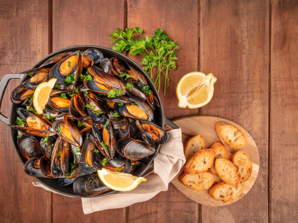 MUSSELS IN WHITE WINE AND TOMATO