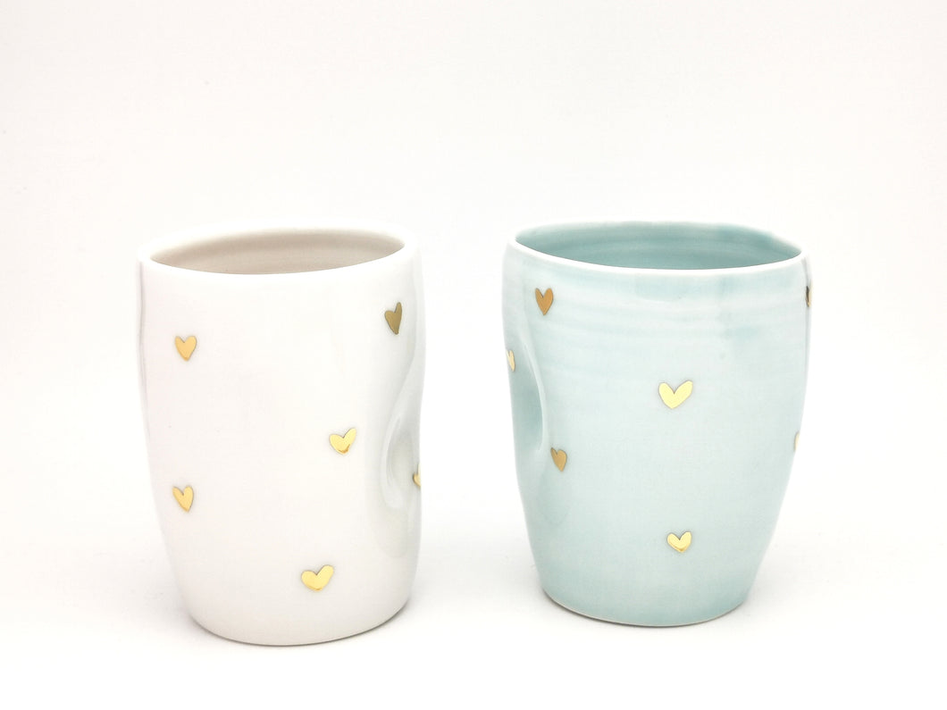 2er-Set Cappuccino Lovers Hearth Cups, 3.0 dl in Mint Blue & Pure White with golden Hearth Details - O I A  ceramics