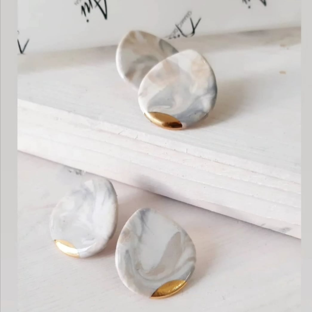 Droplet Art Earring in Marble with Golden Detail - O I A  ceramics