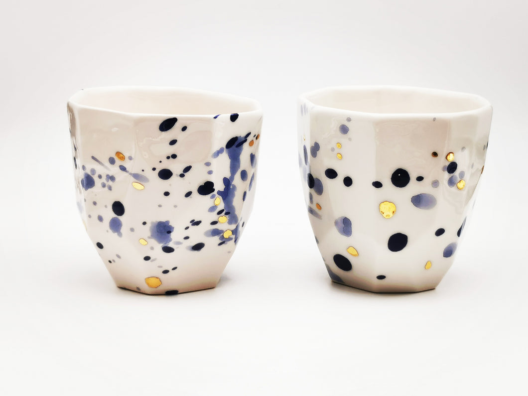 2er-Set Cappuccino Lovers Cups, 3.0 dl in Irregular Shape in Deep Blue with golden Dots - O I A  ceramics
