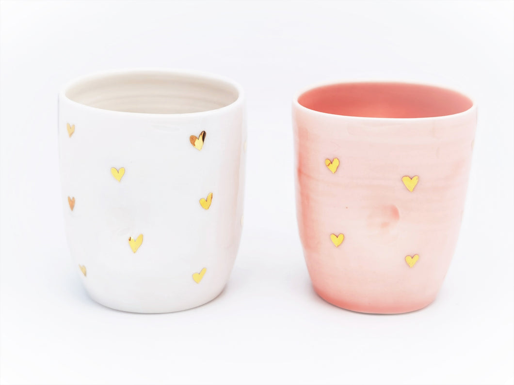 PRE-ORDER (WILL BE SHIPPED TO YOU BY END OF AUGUST) 2er-Set Cappuccino Lovers Hearth Cups, 2.0 dl in Rose & Pure White with golden Hearth Details - O I A  ceramics