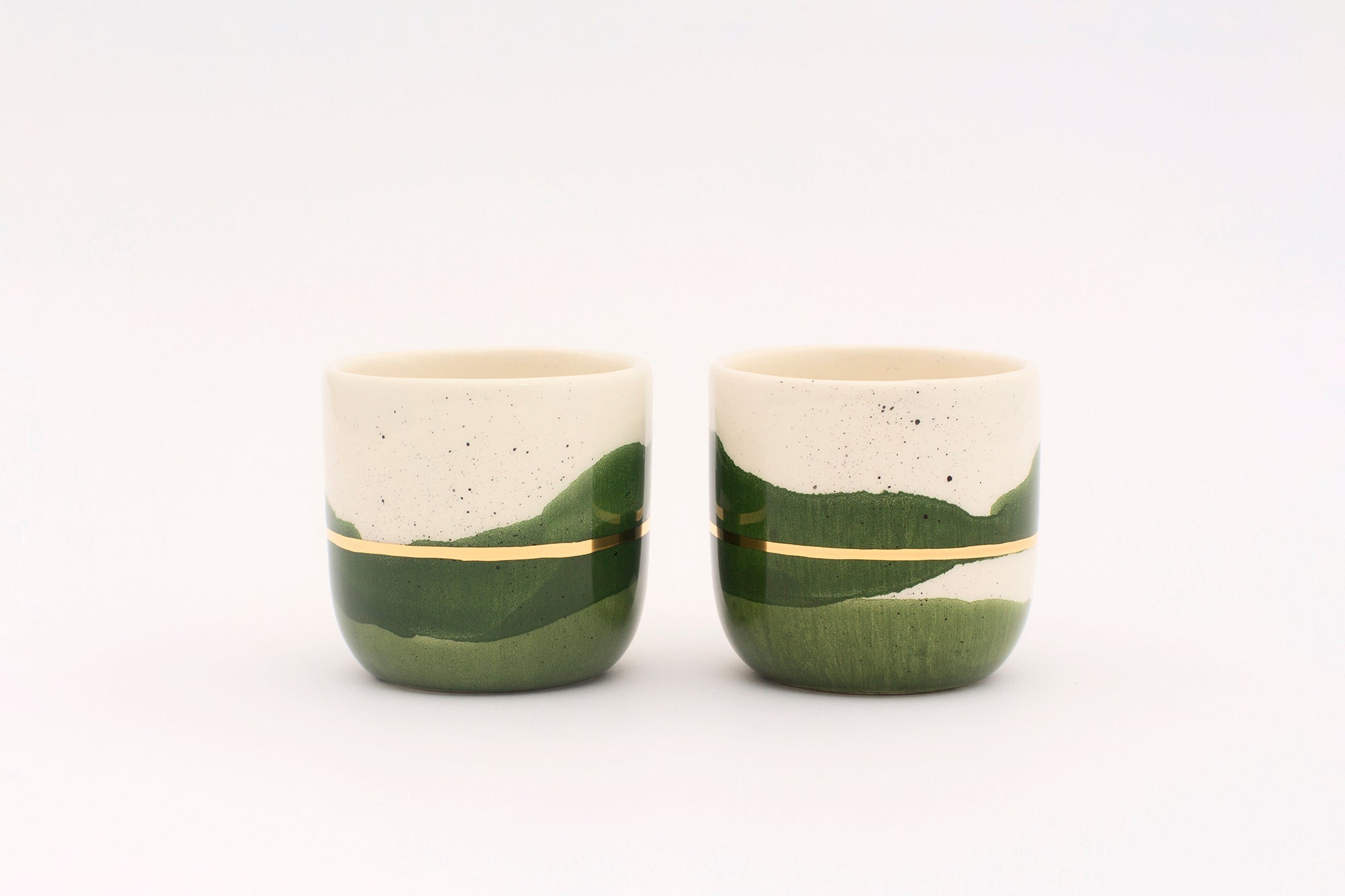 2er-Set Cups, in diversen Grössen in Forest Green with Golden Lining - O I A  ceramics