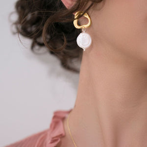 Gold and natural pearl earrings
