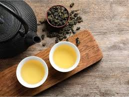 What is the difference between oolong tea and green tea?