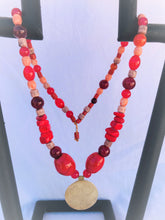 Load image into Gallery viewer, Red necklace with 4 leave clover