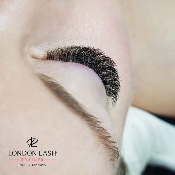 Inese stepanova london lash trainer exmouth products for Spa uniform norge