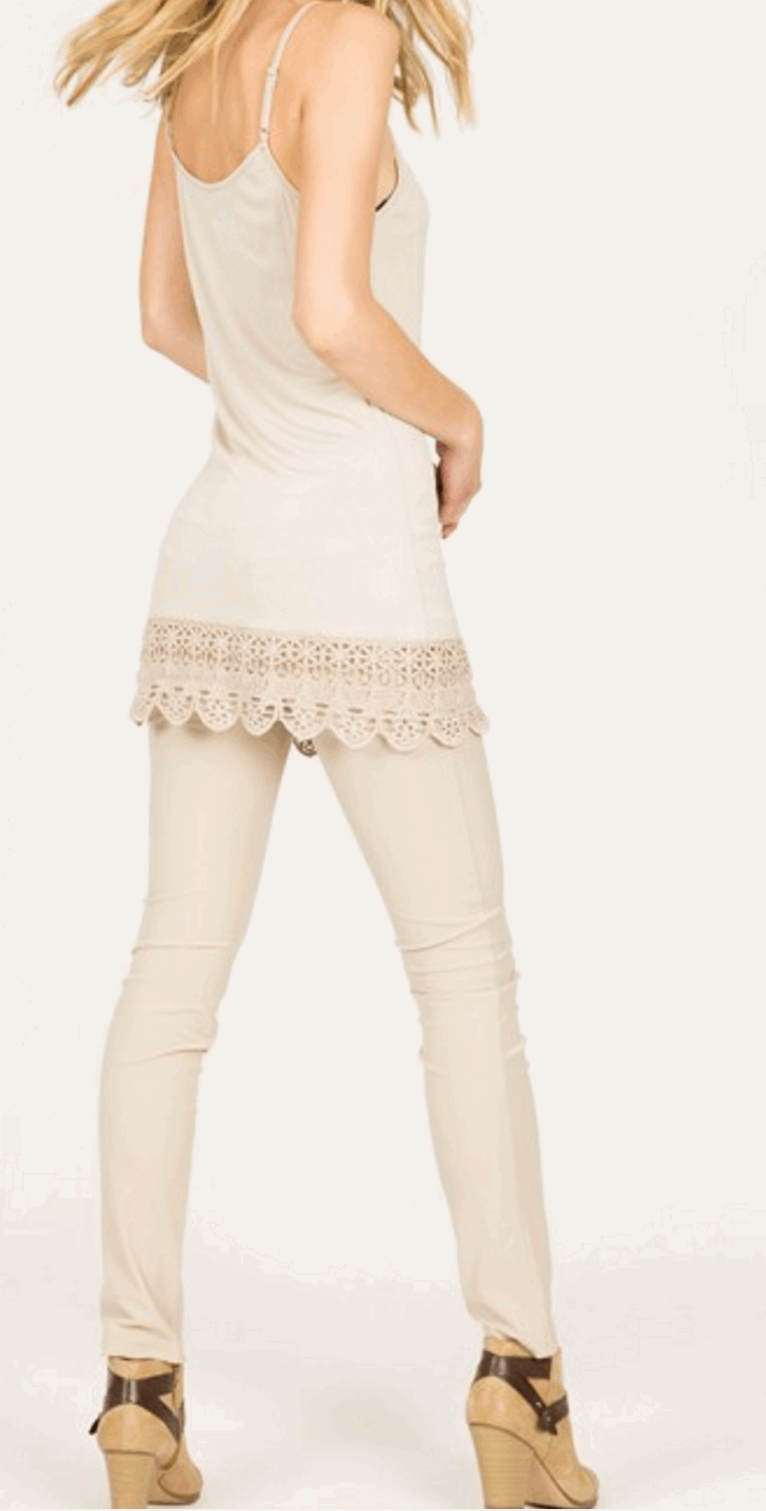Camisole with Crochet Hemline in Cream from Monoreno | Beauty Cafe - 2