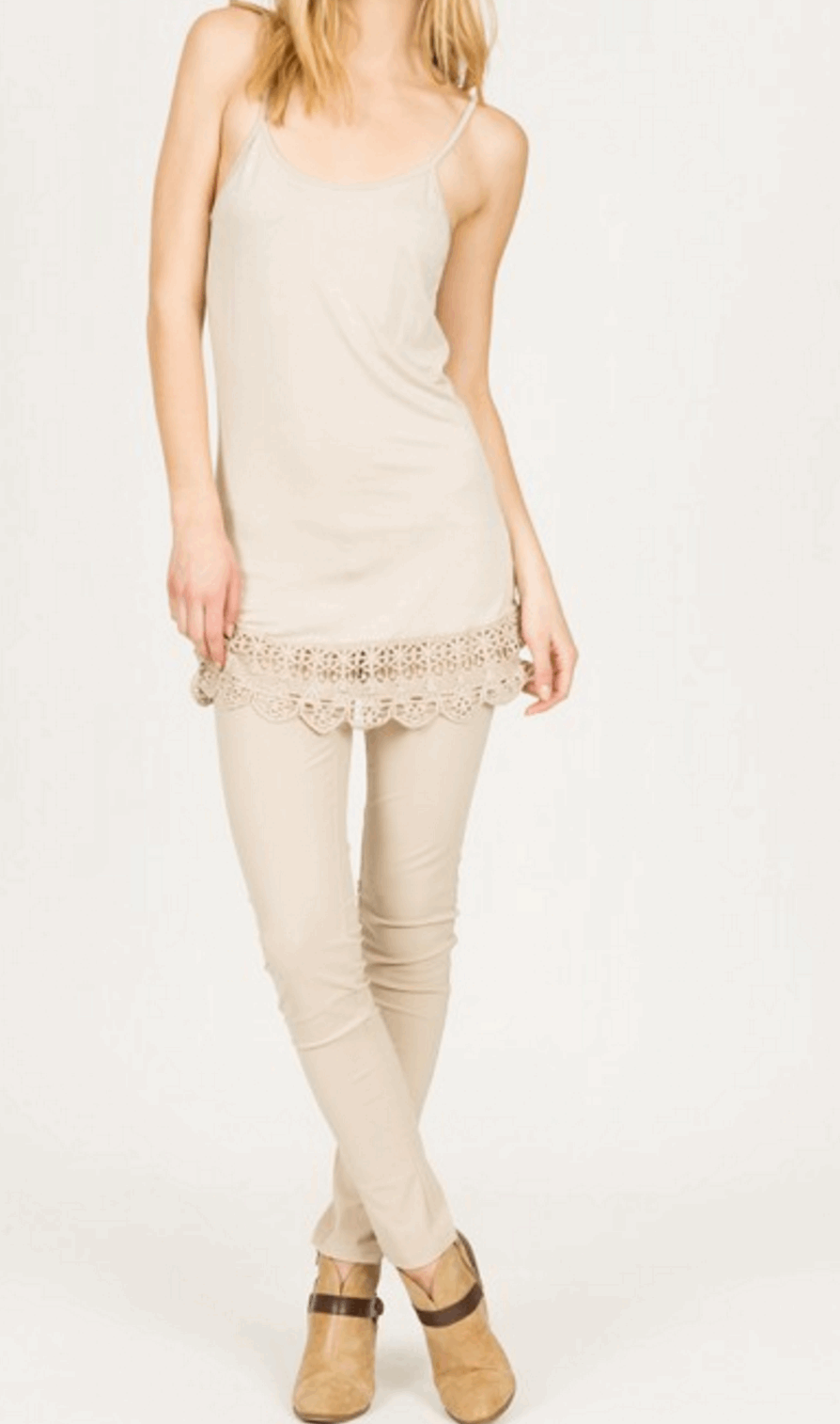 Camisole with Crochet Hemline in Cream from Monoreno | Beauty Cafe - 4