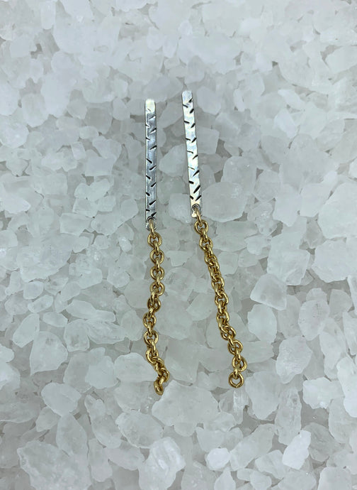 Silver Stick Tread Pattern Earrings with Gold Chain