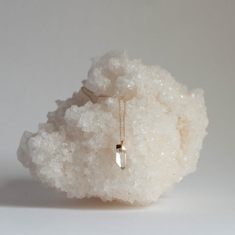 Quartz point necklace - petite