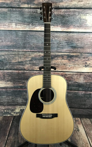 C.F. Martin Guitars Acoustic Guitar Includes Hard Shell Case Martin Left Handed HD-28 Acoustic Guitar