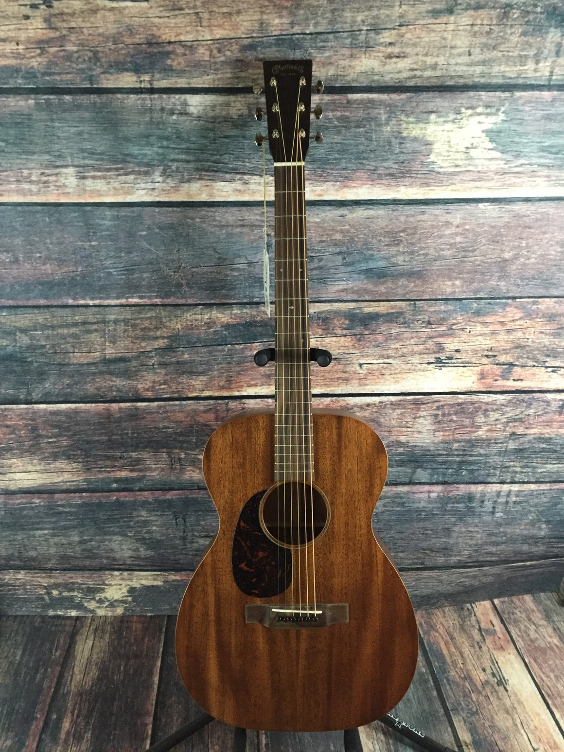 C.F. Martin Guitars Acoustic Guitar Martin Left Handed 00-15M Acoustic Guitar
