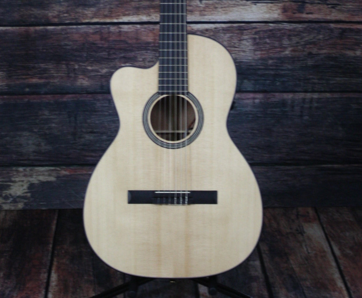 C.F. Martin Guitars Classical Guitar Martin Left Handed 000C Classical Nylon String Guitar
