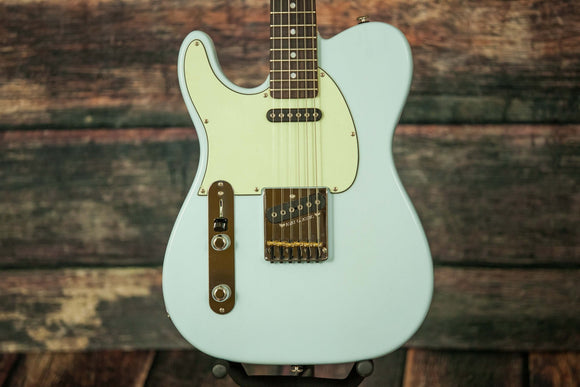G&L Guitars Electric Guitar includes a hard shell case G&L Left Handed ASAT Classic Guitar Sonic Blue