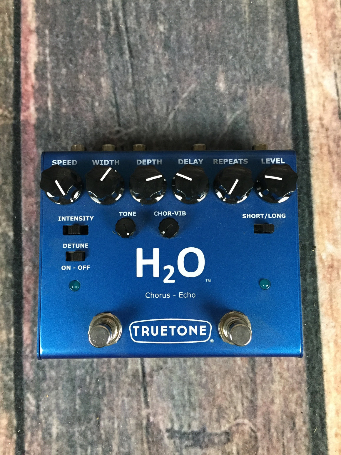 True Tone pedal True Tone V3 H2O Chorus and Echo Pedal