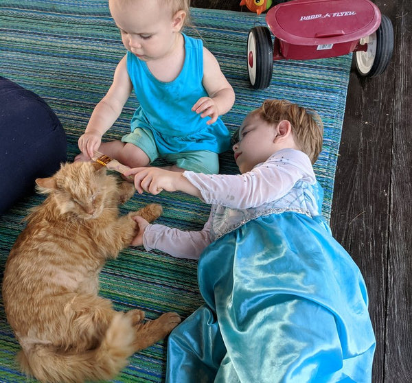 Janery KG the Stray Cat Loves Kids