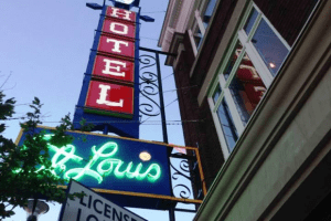 st-louis-hotel-neon-sign