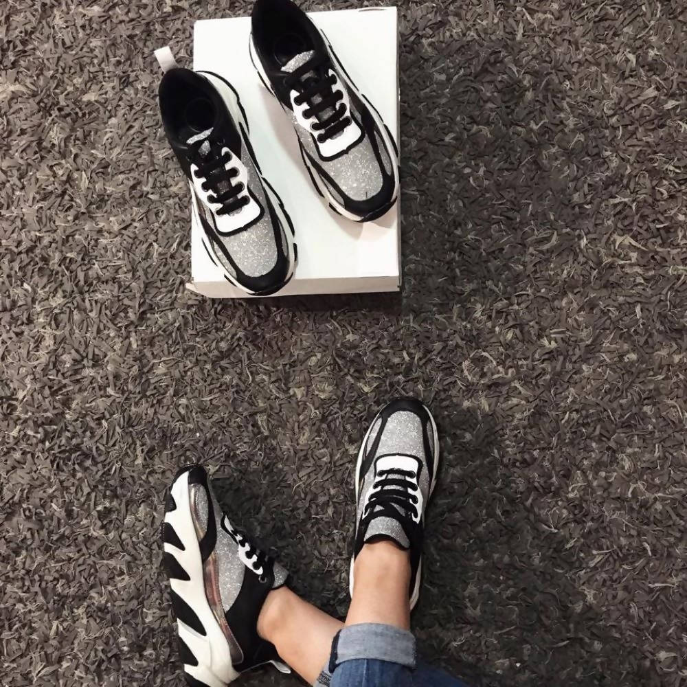Sneakers black and silver