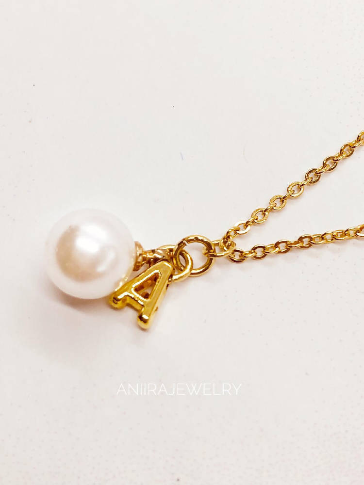 LETTER PEARLS NECKLACE