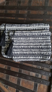 ZIPPERED POUCH-BLACK /WHITE