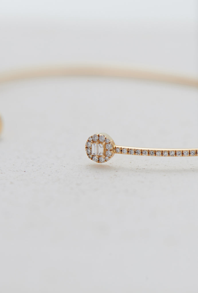 Rei Minimal Circle Diamond Cuff Bangle