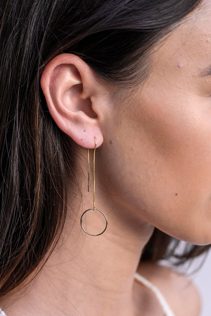 Coco eternity circle fluid gold earthread earrings