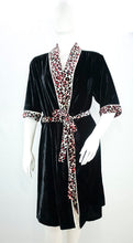 Load image into Gallery viewer, SleepyHead - Henley Velvet Kimono Robe (4549470126114)
