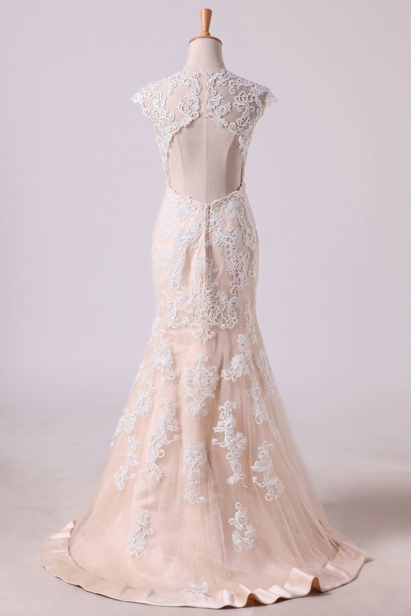 2020 V Neck Prom Dresses Cap Sleeves Sweep Train With White Applique P94MG838