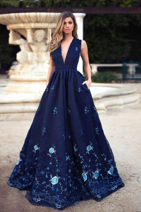 Vintage A-Line Deep V-Neck Navy Blue Sleeveless Prom Dresses with Appliques Pockets