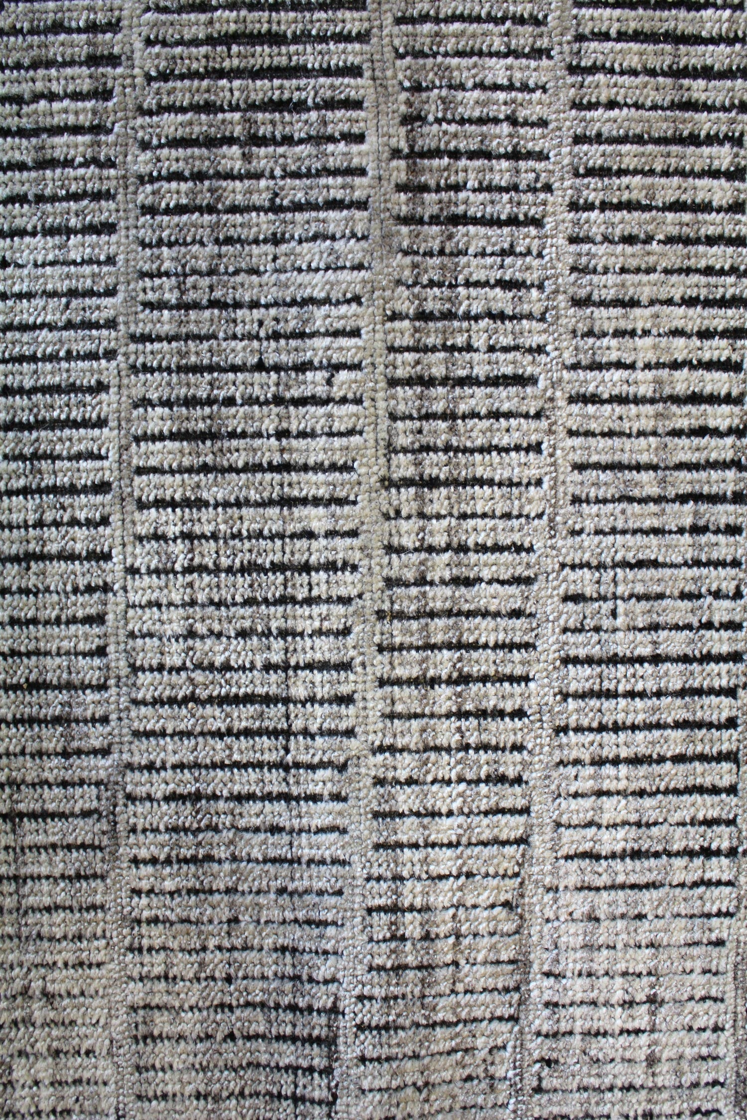 Linear Handwoven Contemporary Rug