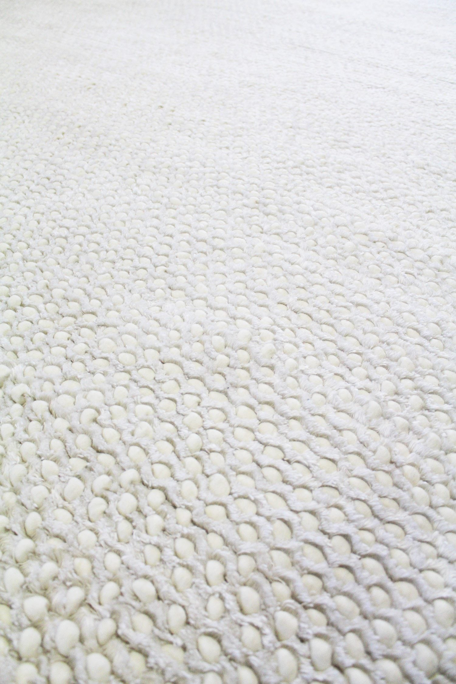 Snowcloud Handwoven Contemporary Rug