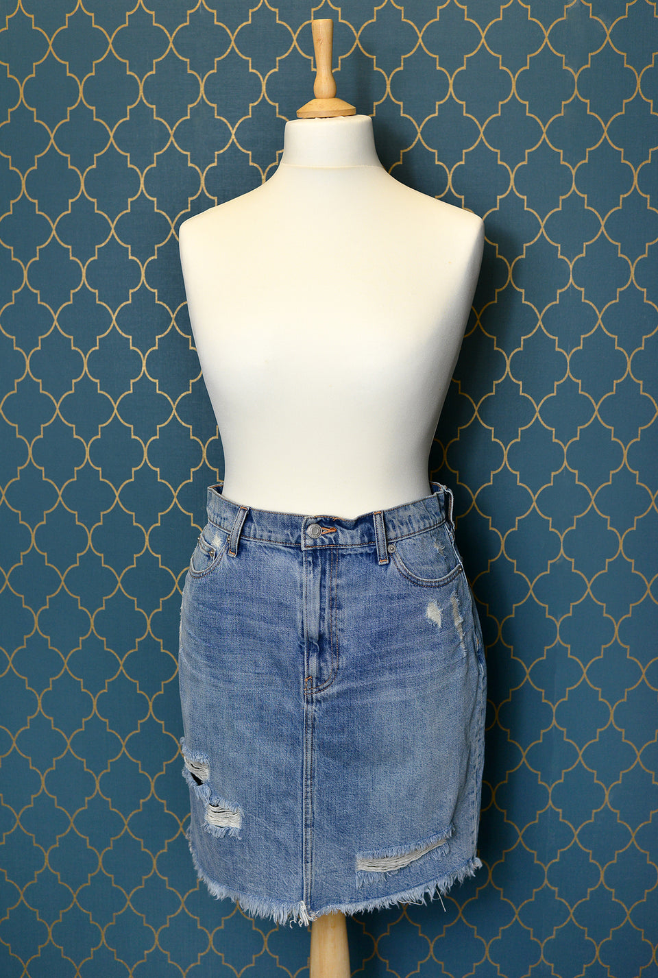 GAP Rough Denim Women's Mini Blue Skirt. Size 30. NEW with tags.